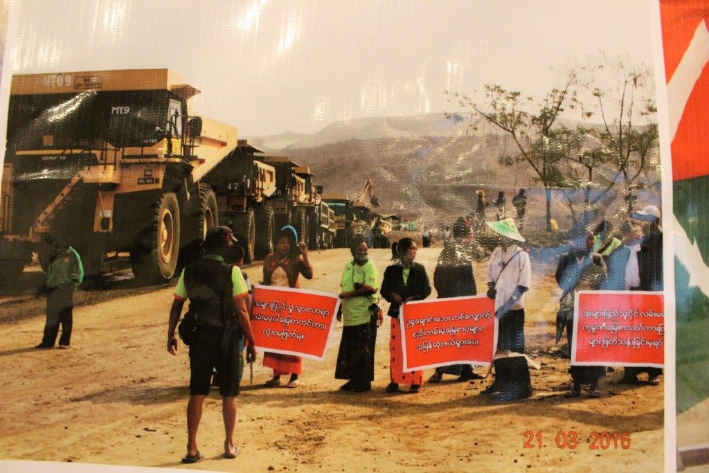 demonstrating to Companies trucks arenot going to use the public road by local people